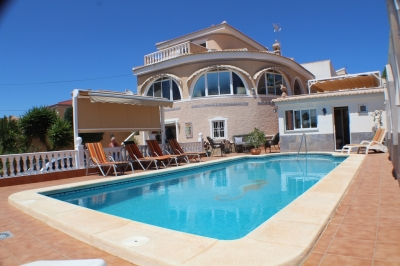 Villa - For rent - Ciudad Quesada - Alicante