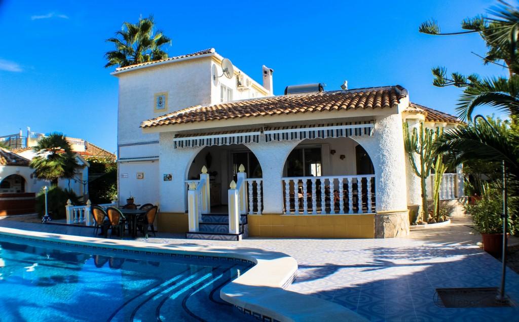 Villa - For sale - Torrevieja - Alicante